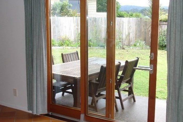 آیا شیشه دو جداره عایق صدا است ؟
