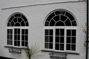 پنجره دو جداره هلالی شکل